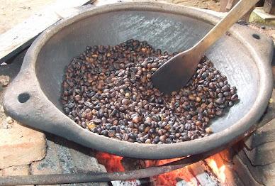 Penggorengan Tradisional Kayu Bakar