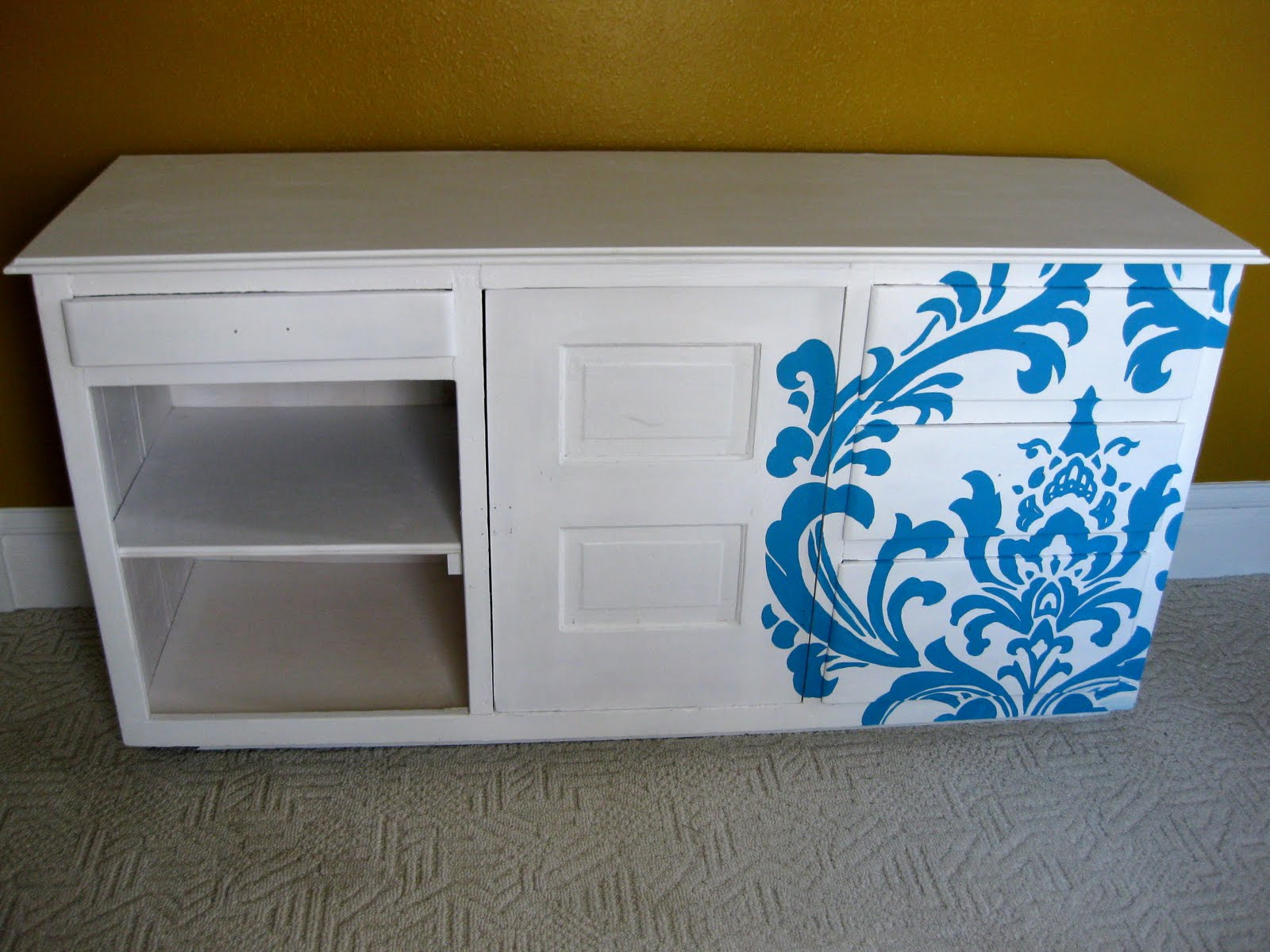 Nursery: Changing Table {Paint using a Projector!} - Reality Daydream