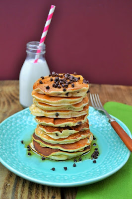 An easy recipes for Scotch panckes with chocolate chips, raisins and maple syrup