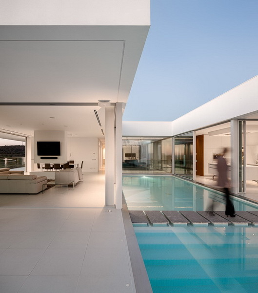 Bridge over the swimming pool in Modern Villa Escarpa by Mario Martins