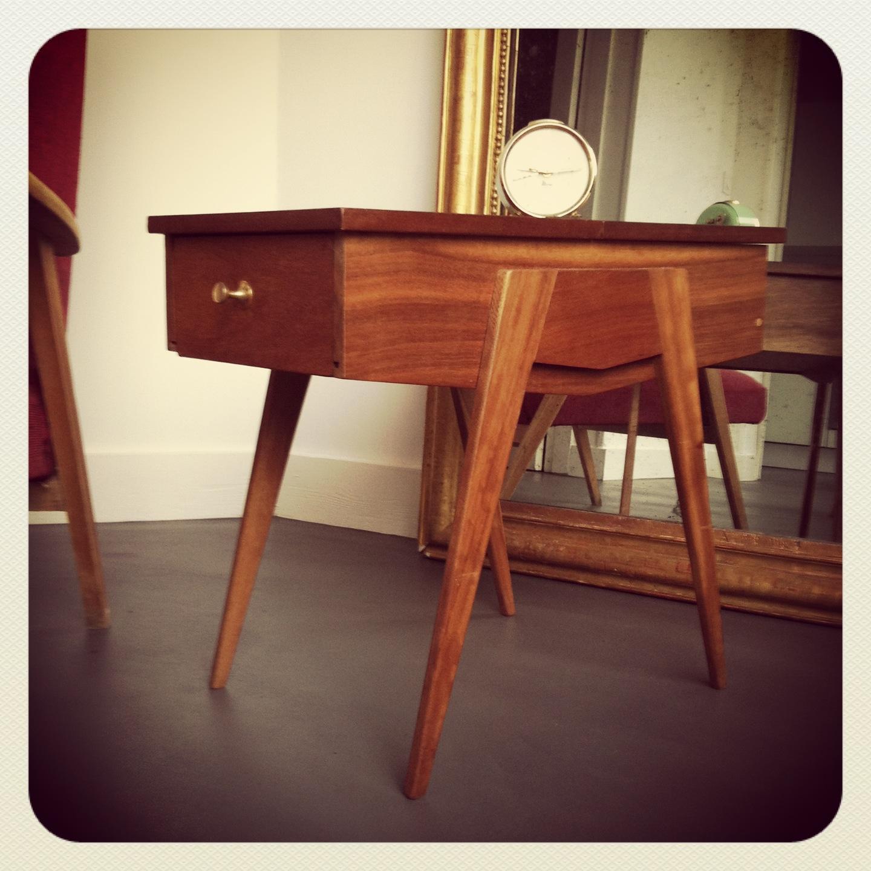 travailleuse pieds compas ou table de chevet vintage vendue au grenier chic. Black Bedroom Furniture Sets. Home Design Ideas