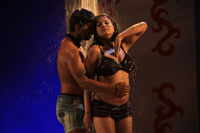 veena malik spicy stills