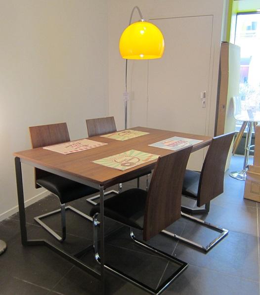 histoire de table. Black Bedroom Furniture Sets. Home Design Ideas