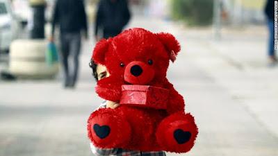 Valentine Day Dari Siapa Dan Untuk Siapa?