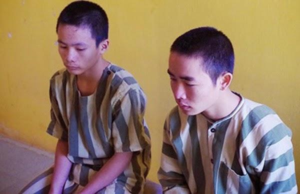 Lò Minh Quân và Lục Văn Quang tại cơ quan điều tra.