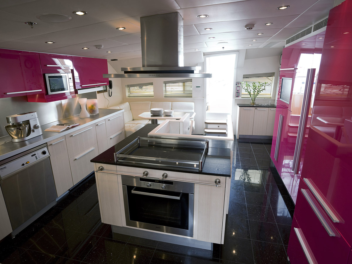 Cocinas a bordo igual que en casa cocinas con estilo for Cocinas johnson uruguay