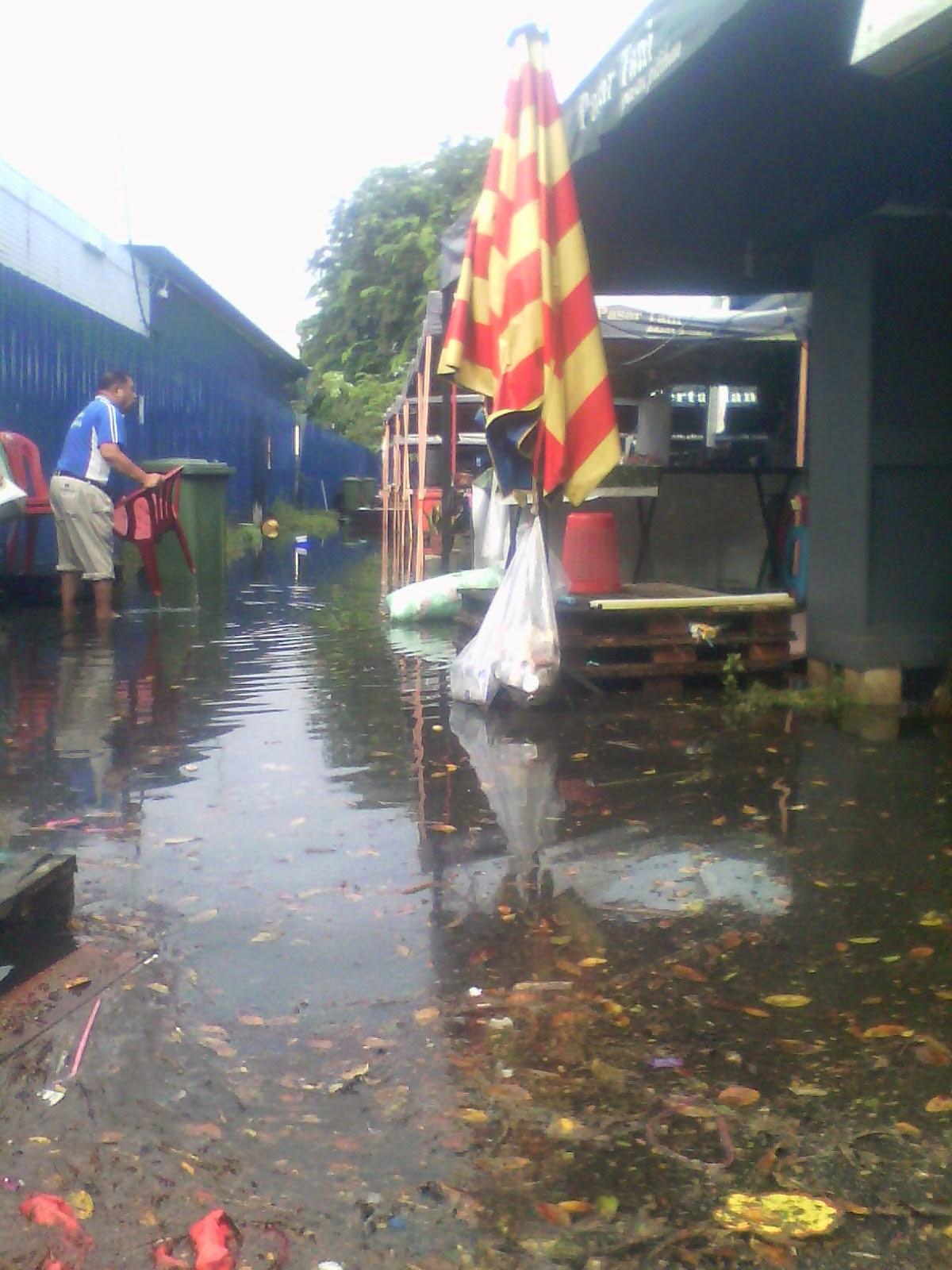 Kebanjiran di Pasar Tani UTC Melaka