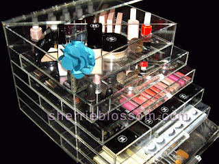 Kourtney Kardashian style clear makeup organizer