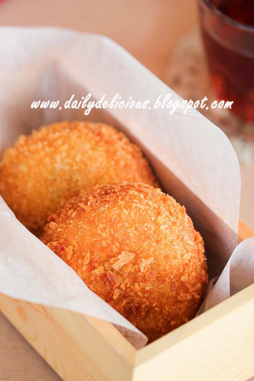 dailydelicious: Curry bread (カレーパン, karē pan)