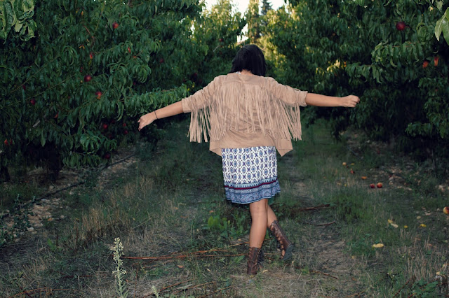 vestido-etnico-chaqueta-flecos-gladiadoras-ante