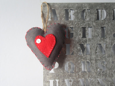 http://snadralovesblogging.blogspot.co.uk/2015/10/sewing-30-minutes-day-in-october.html