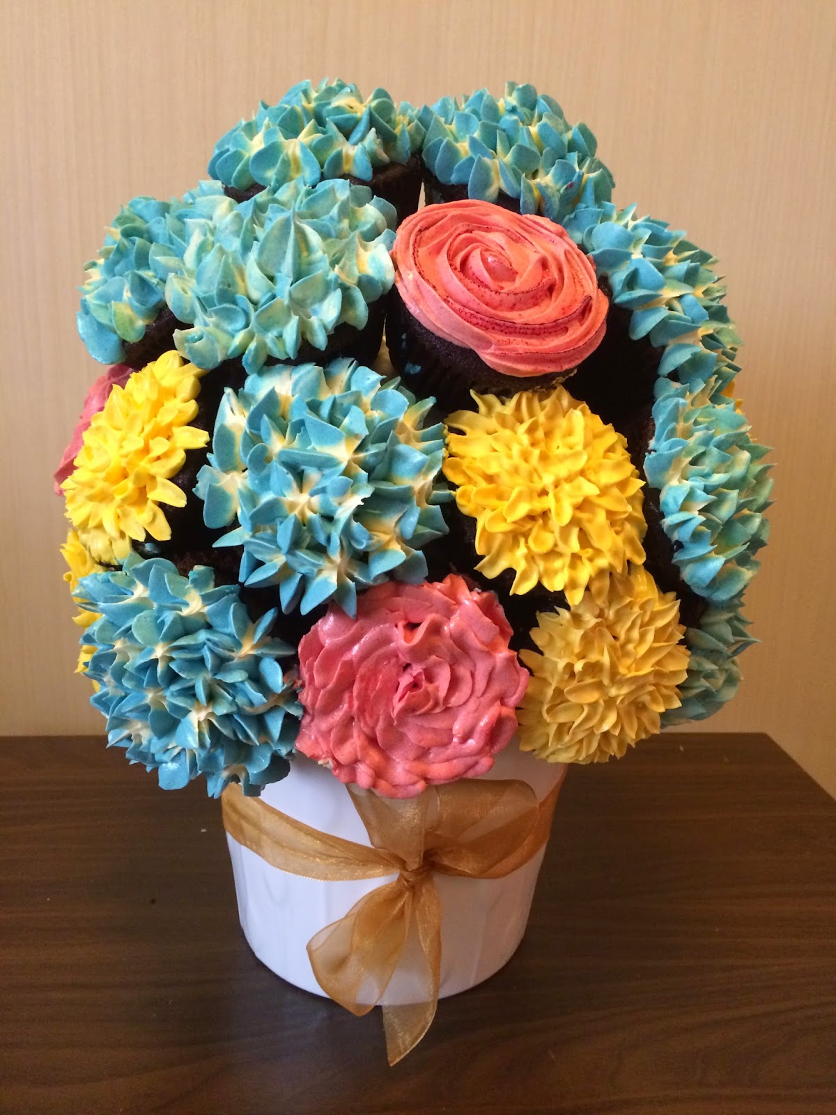 Cupcake flower bouquet crissas cake corner my friends sister came to pick up the bouquets and bring them to the party transporting them was a huge challenge she had the bigger bouquet clamped izmirmasajfo