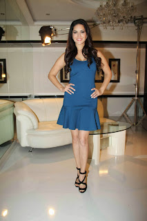 Sunny Leone Pictures in Short Dress at MTV Webbed In Mumbai Drama Series Shooting  0013.jpg