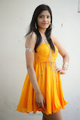 actress pragathi hot photos in yellow-thumbnail-16