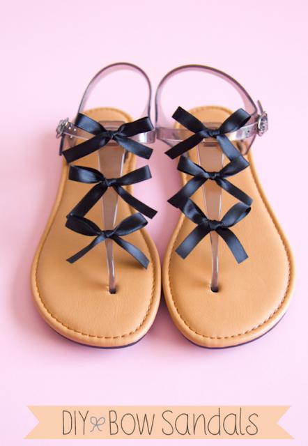Cómo poner lazos a las sandalias en Recicla Inventa