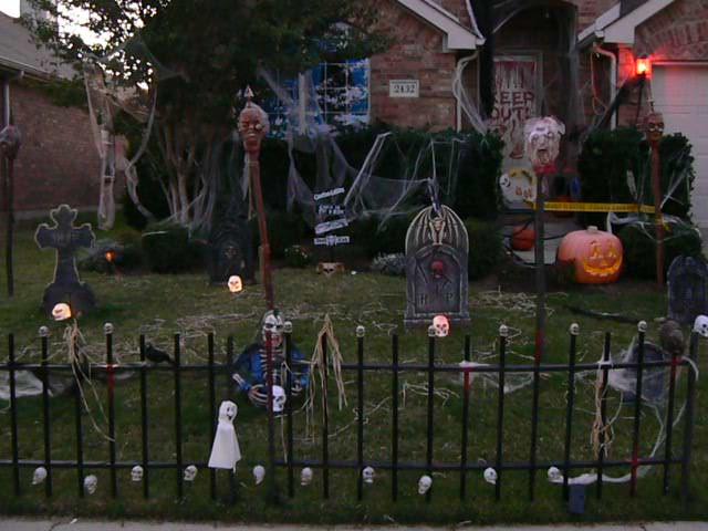 Tattooed steve 39 s storage unit of terror in loving memory of halloween - Wonderful halloween outdoor design ideas ...