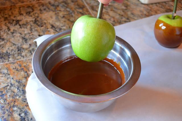 Caramel-Apples-Dip-Apples.jpg