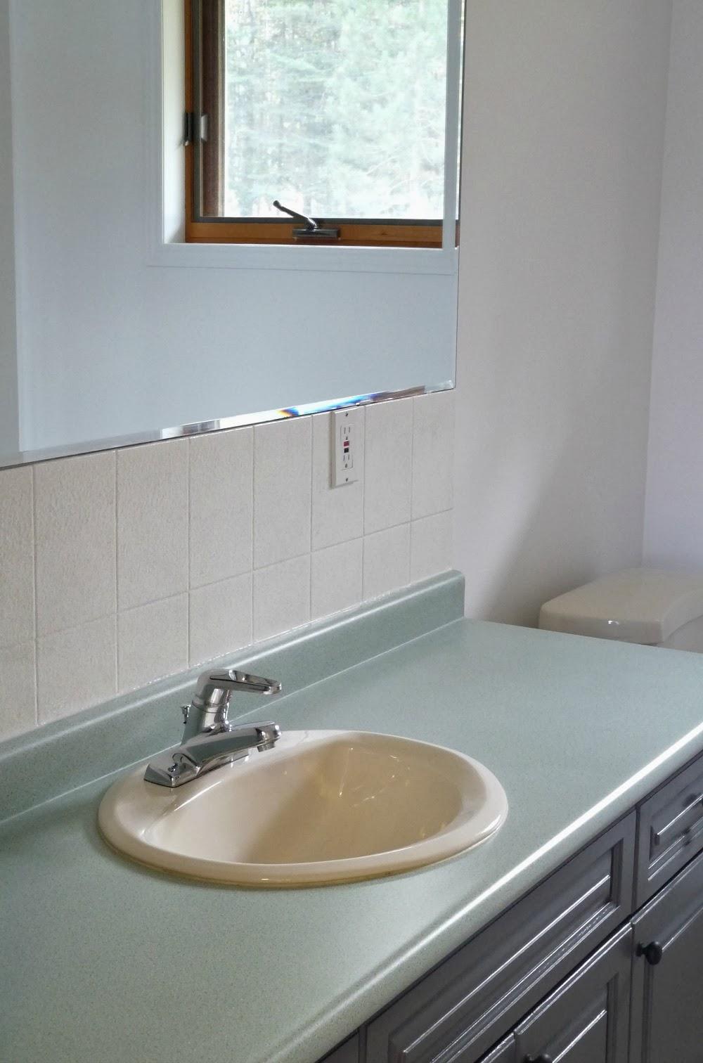Bathroom Before + After | Dans le Lakehouse