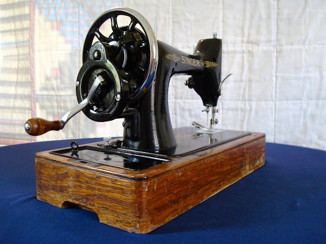 Singer 99k hand crank from behind
