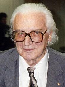 تعرف على أول من إخترع الحاسوب وماذا كانت مواصفاته التقنية 220px-Konrad_Zuse_(1