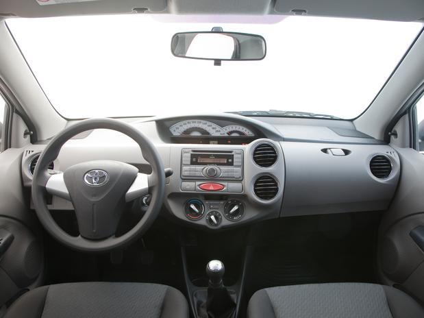 novo Toyota Etios 2014 interior