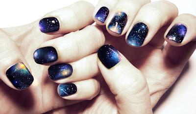 Manicure inspirada en la galaxia paso a paso