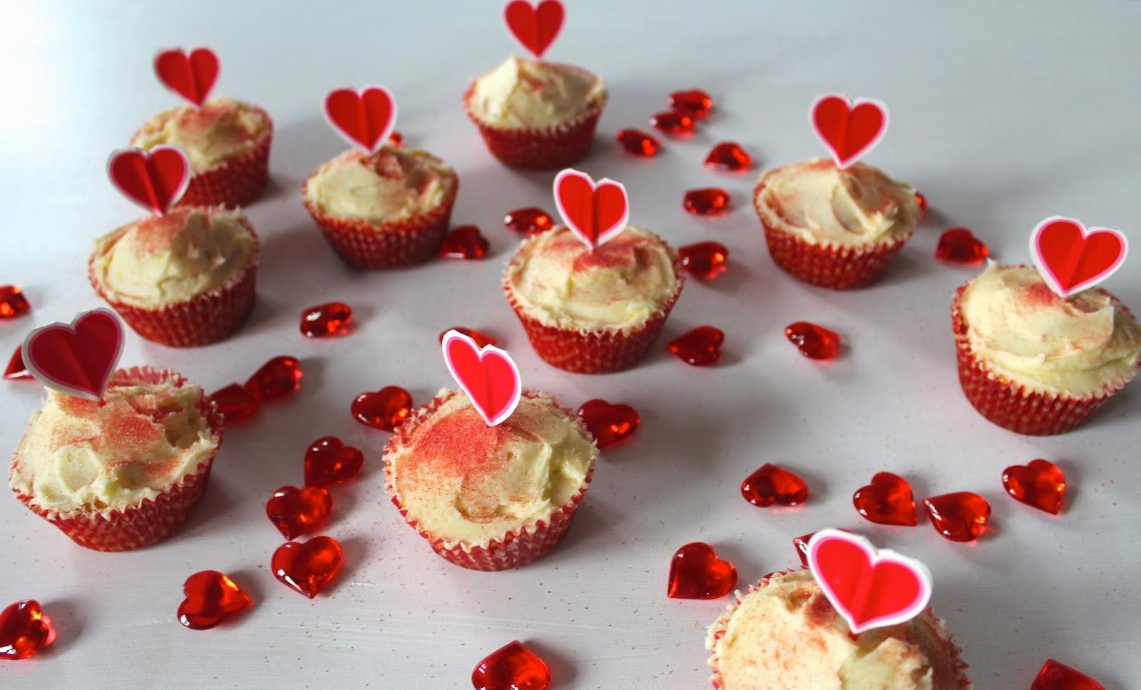 amazon, baking, bakingrecipe, bbcfoodrecipe, cupcakerecipe, cupcakes, halcyonvelvet, hearts, lbloggers, poundland, valentinesday, valentinesdaycupcakes, vanillacupcakes,