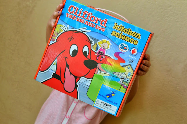 easy kitchen science, simple kitchen science, young scientists club, preschool science, preschool science kit, Clifford kitchen science kit review, Young Scientists club review
