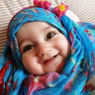Foto gambar bayi lucu muslim cewek pakai jilbab
