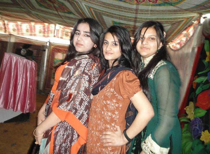 teen age girls fashions pakistan.