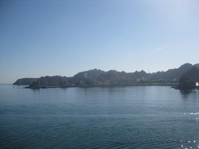 Blick vom Hafen Matrah, Oman auf die Küste