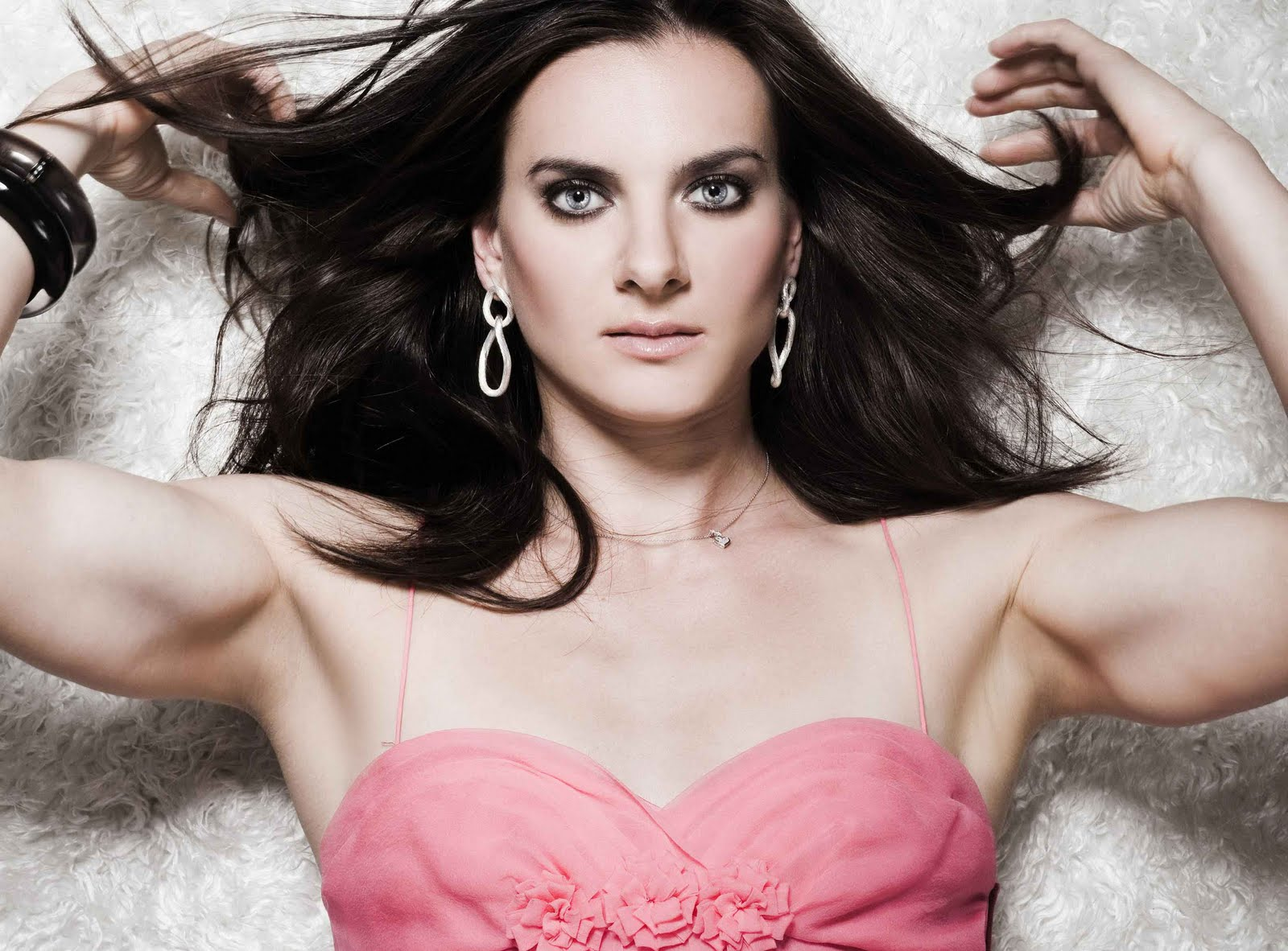 http://4.bp.blogspot.com/-6wKf0357TXI/T-MM69nbSaI/AAAAAAAAUbU/kRB9zKyRcB4/s1600/Yelena+Isinbayeva+Hot.jpg