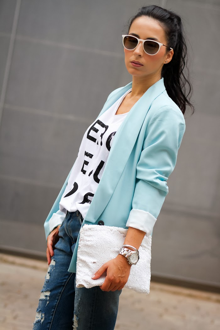 Fashion blogger WOWS with Distressed Jeans, Merci Beaucoup tee and light blue blazer