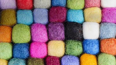 Tibetan wool, Boudhanath, Kathmandu, Nepal (© Tolo Balaguer/age fotostock) 402