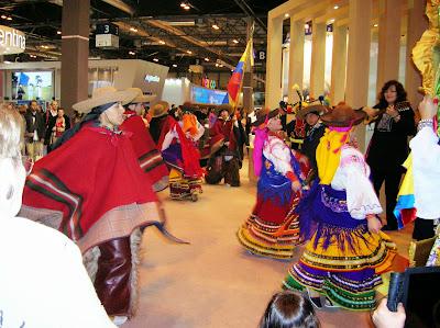 Balile folklorco standa Ecuador, Fitur, round the world, La vuelta al mundo de Asun y Ricardo, mundoporlibre.com