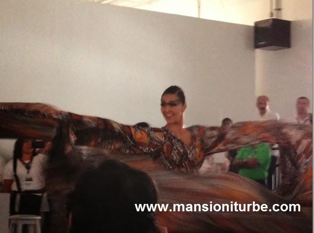 Exhibición de los Diseños de Cristina Pineda durante la entrega del Reconocimiento.