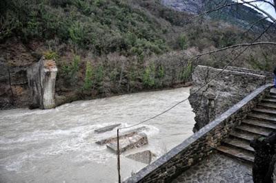 Άμεσα αναμένεται να ξεκινήσει η αναστήλωση του γεφυριού της Πλάκας