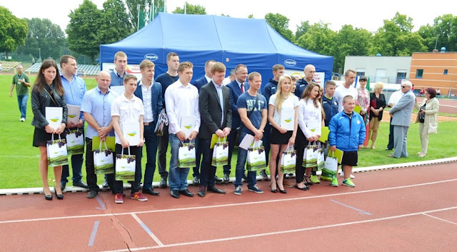 Kinga Szlachcic - Zawodniczka SKF BOKSING Zielona Góra wsród stypendystów nagrodzonych za wybitne osiągnięcia sportowe.