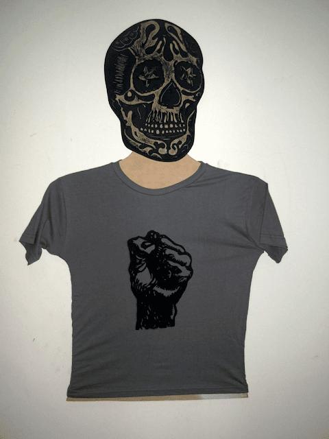 """Camiseta Babylook estampada em Xilogravura - Série """"Punho"""""""