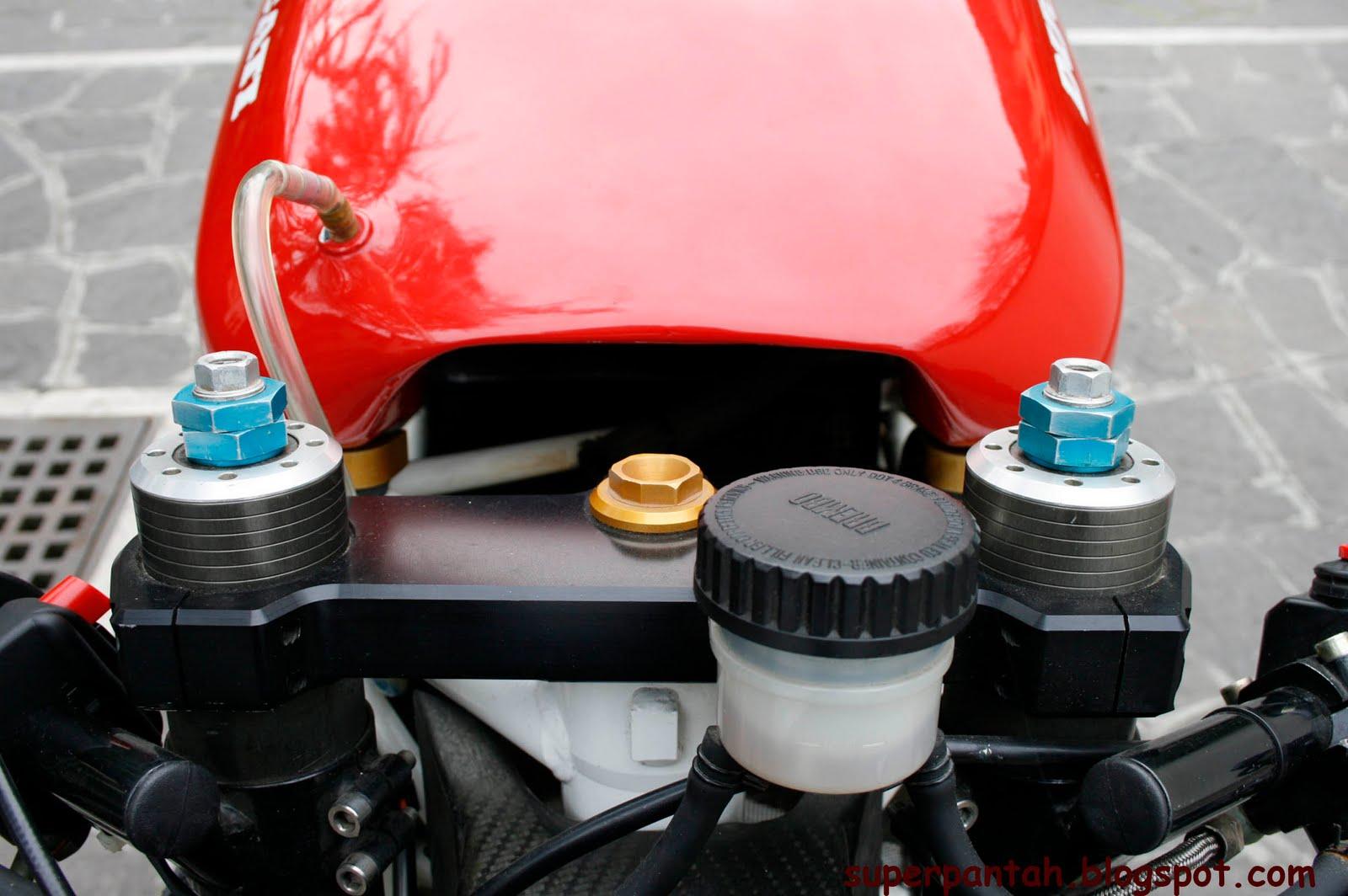 Ducati 851-888 - Page 2 888%2BRacing%2B%25284%2529