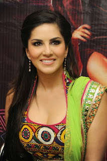 sunny-leone-at-jackpot-hyd-promo-event-003.jpg