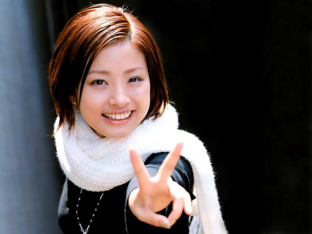 http://4.bp.blogspot.com/-6xJyXn8CORU/T-wmz-5RL9I/AAAAAAAAGsk/NM5Y3_4GuoE/s1600/Aya-Ueto-hot-sexy-wallpapers+(7).jpg