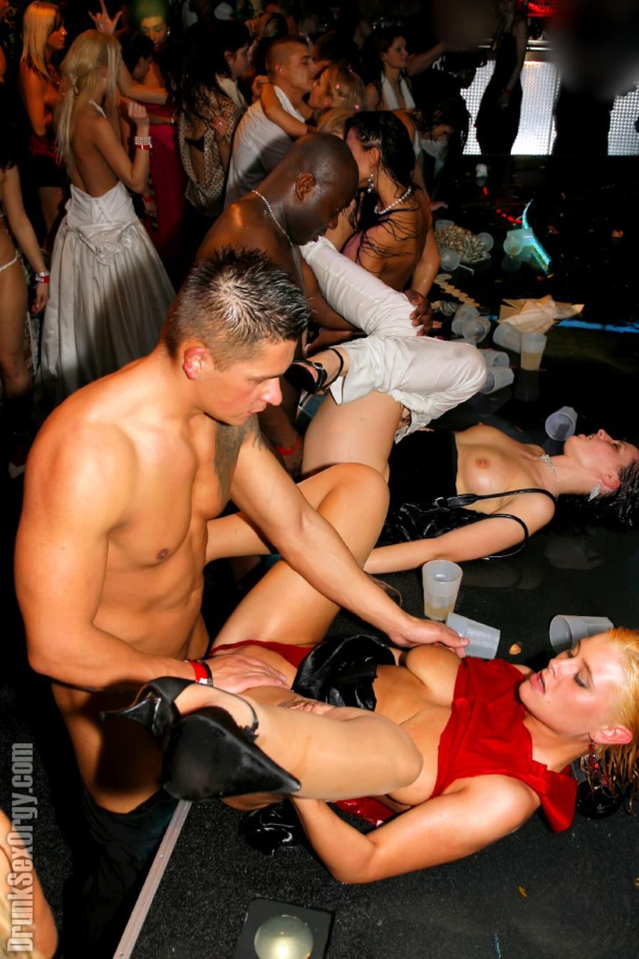porno-golie-kontserti