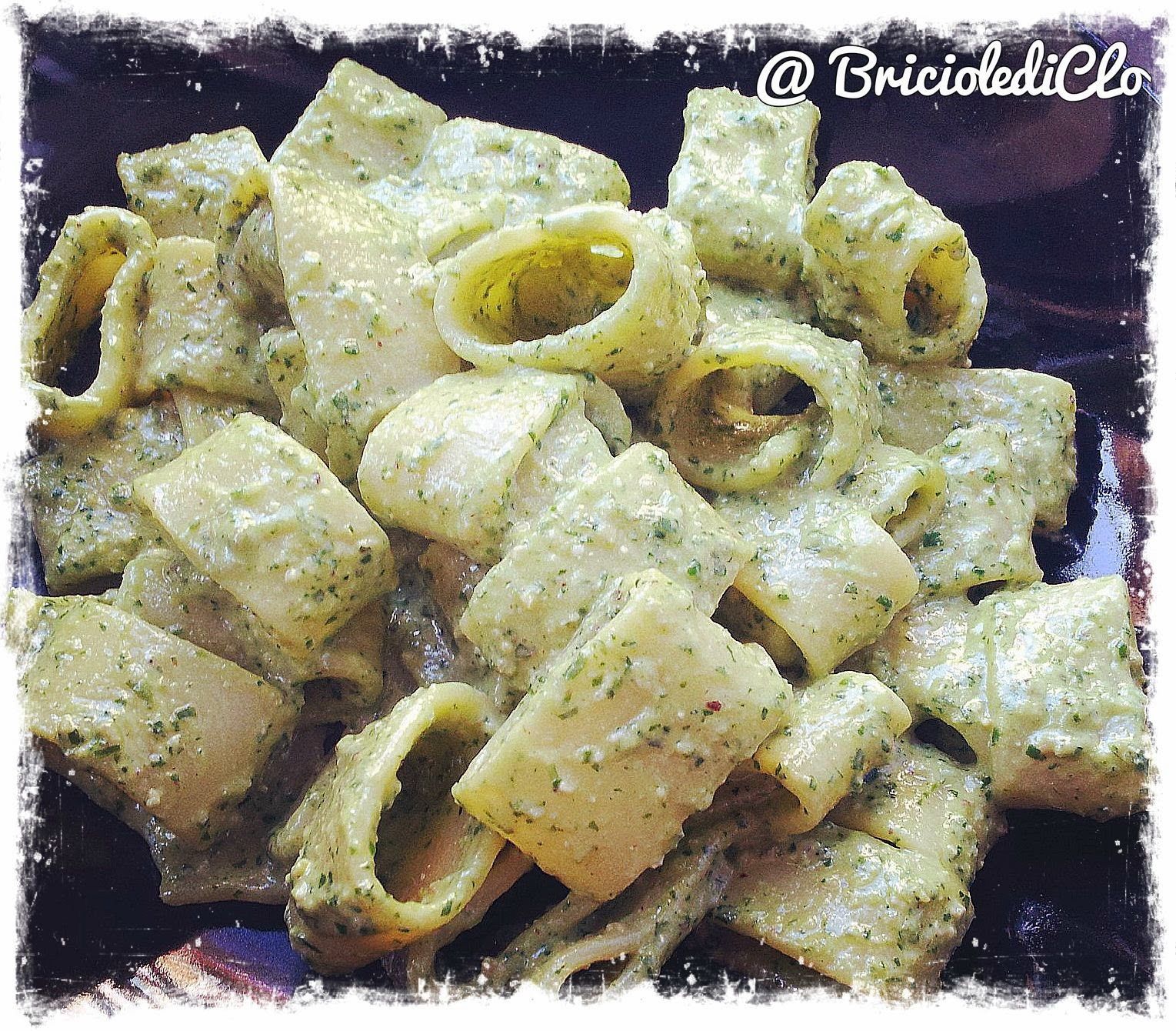 Briciole di Clo ... Funny & Veggielicious!: Calamarata al pesto di rucola e semi di girasole