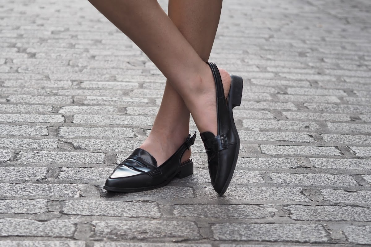 Tuxedo dress fashion blogger