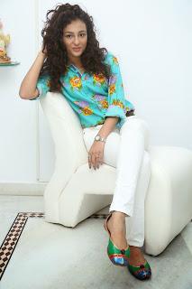 Seerath Kapoor Glamorous Picture shoot 074.jpg