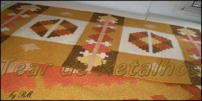 Trabalho artístico em sete cores de lã, feito em tear de pente liço utilizando a técnica Killin Dhurier