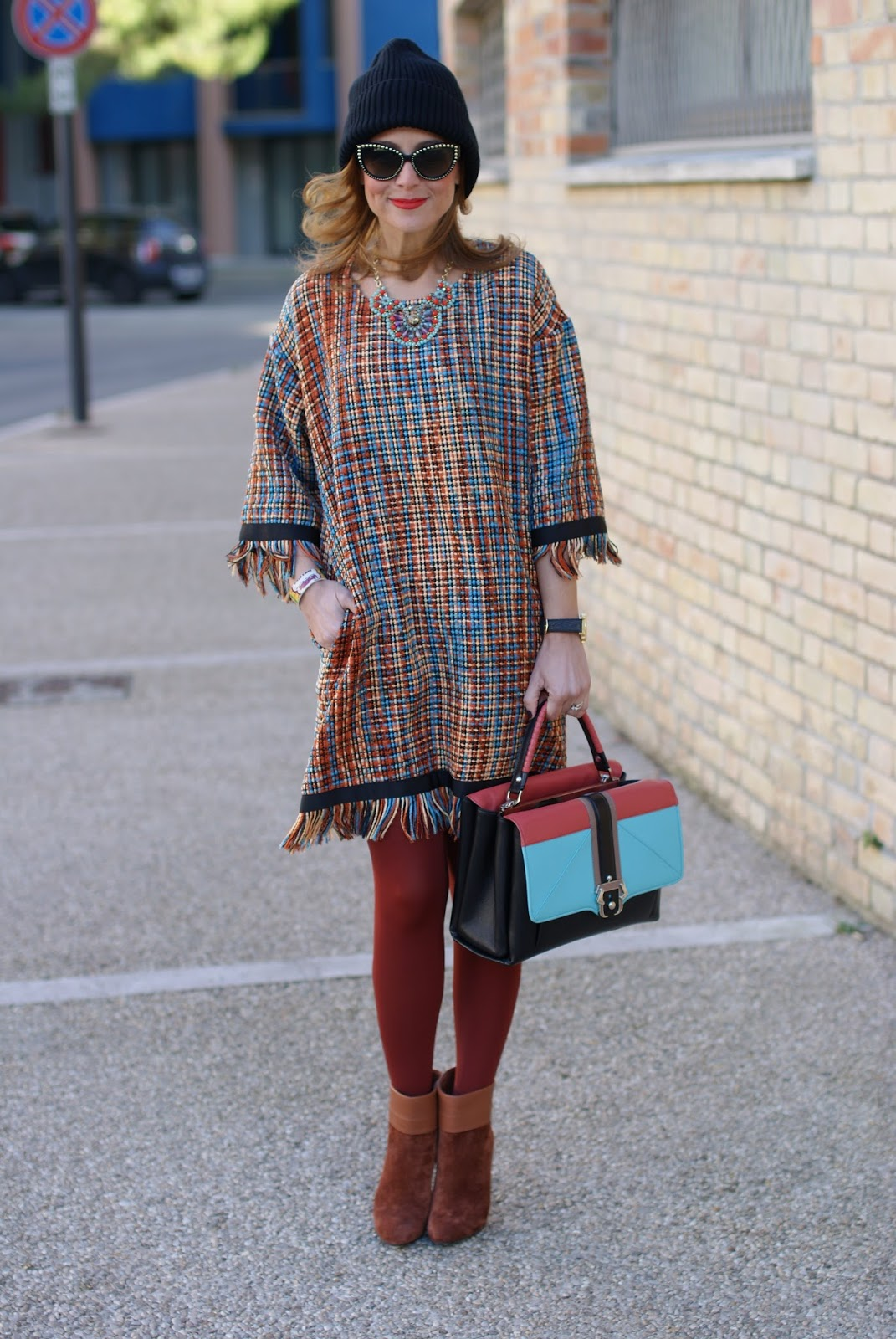 Vogos Gigi dress and Paula Cademartori Faye bag on Fashion and Cookies fashion blog, fashion blogger style