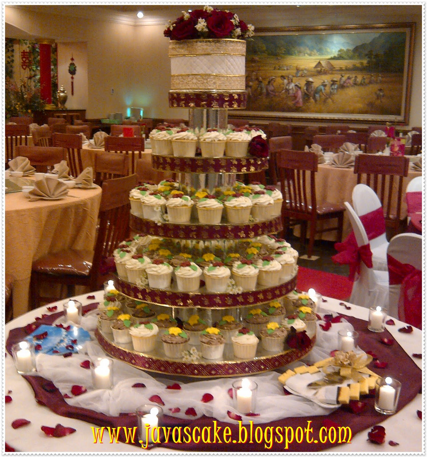 J va S Cake red and gold wedding CupCakes for Via