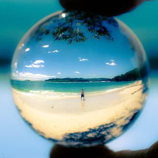 Turning the world upside-down - Geoffrey Dunn - Praia
